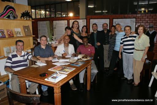 tarde de autógrafo do livro organizado por Marco Antônio Perna, uma coletânea sob título