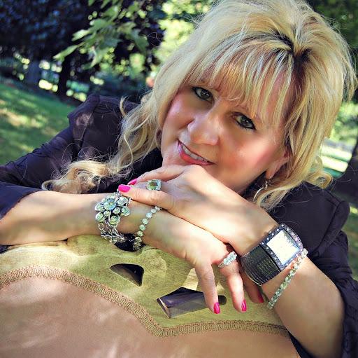 Connie Helton Photo 9