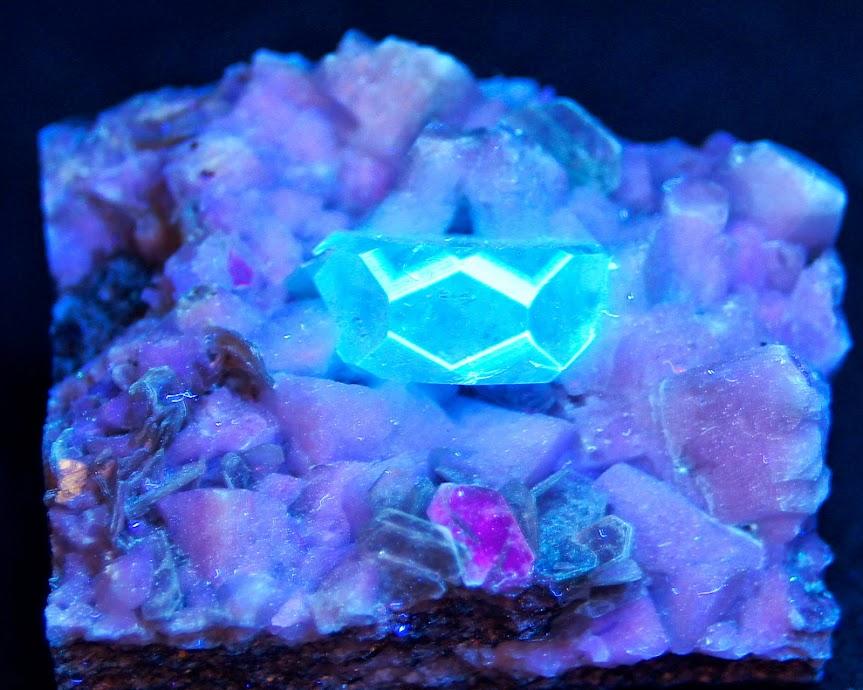 Colección de Minerales Fluorescentes Goshenita.UVC