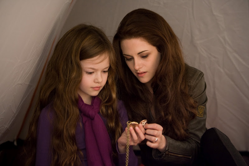 Kristen Stewart and Mackenzie Foy in Breaking Dawn part 2