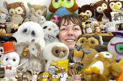 Pam Barker sang kolektor boneka burung hantu