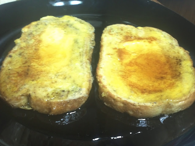 Lazy Eggs in a French Toast Basket