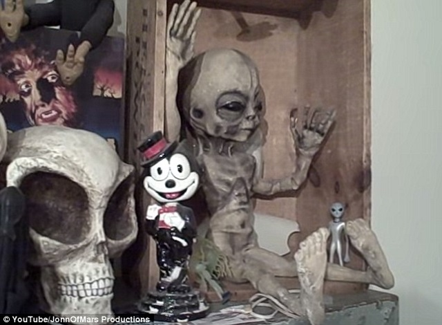 Nhiều người cho biết hình ảnh người ngoài hành tinh do Bushman đưa ra giống búp bê trong tiệm đồ chơi