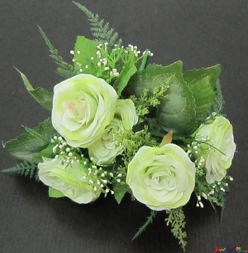 Cắm hoa theo phong cách tự do với với hồng