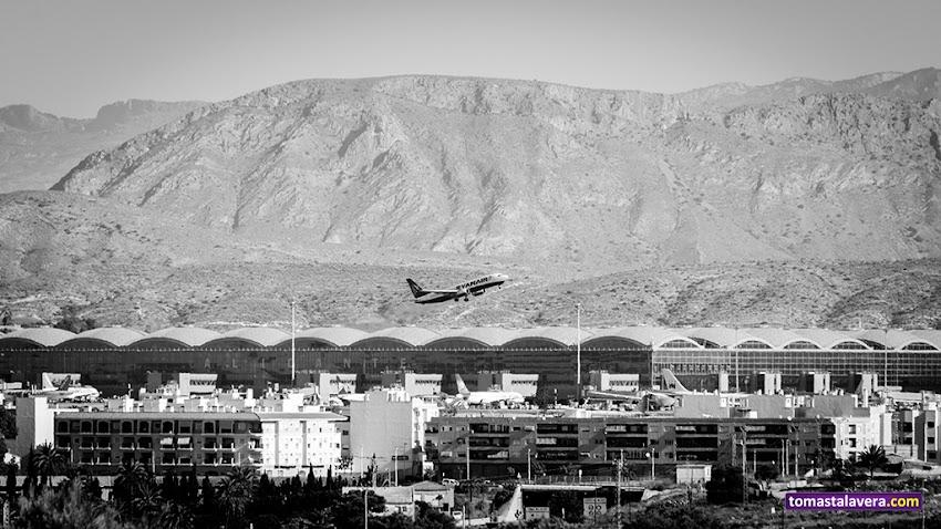 Nikon D5100, 55-200 mm, Paisajes, Aeropuerto de Alicante-Elche, Ryanair, Aviones, Alicante, Serra de Fontcalent, Blanco y negro, Clot de Galvany, Elche,