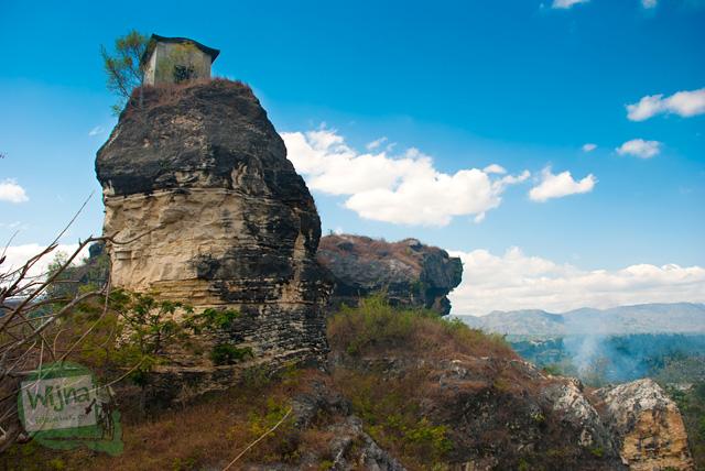 Pemandangan eksotis Rawa Jombor dan sekitarnya dari puncak bukit tempat Rumah Dhemit Klaten berada