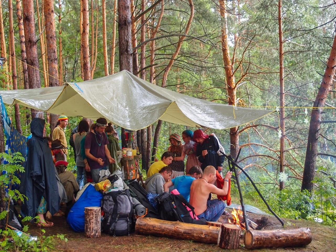 Наш лагерь во время дождя (Космофест 2013)