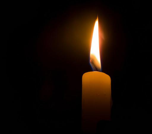 Foto de una vela encendida