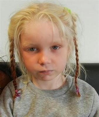 ロマ族集落の金髪少女の母親というブルガリア女性「(ギリシャの家族に)娘を贈った」と証言