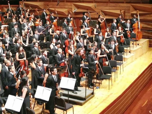 La Sinfónica Juvenil Teresa Carreño de Venezuela tocó dos veces el repertorio del maratónico concierto: en el ensayo general matutino y durante la presentación al público en la tarde