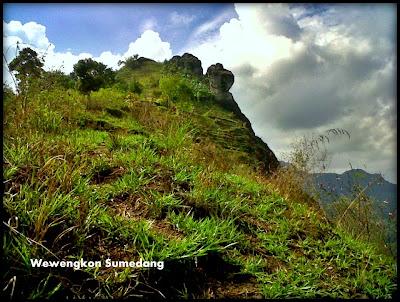 Gunung Bongkok di Dayeuh Luhur