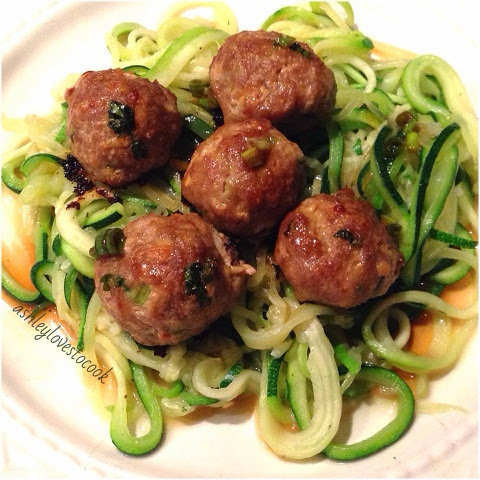 Asian Turkey Meatballs and Zoodles || ashleylovestocook.com