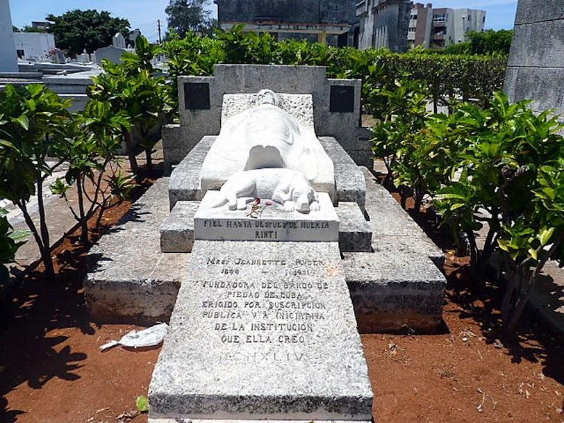 Tumba del perro, cementerio de Colón, Habana