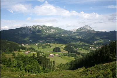 Vistas del valle de Aramaiona y sus montañas