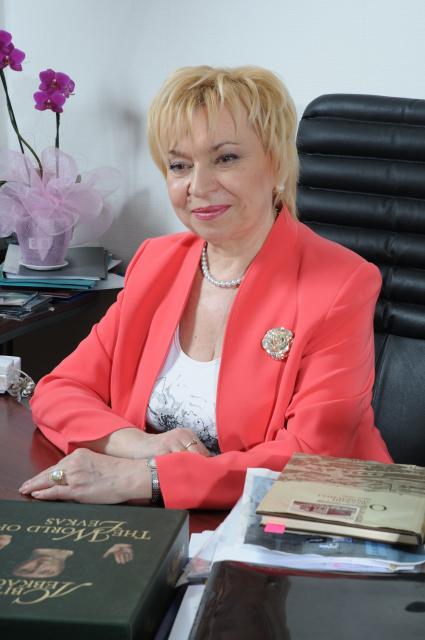 Декан факультету професор Лідія Миколаївна Голубенко