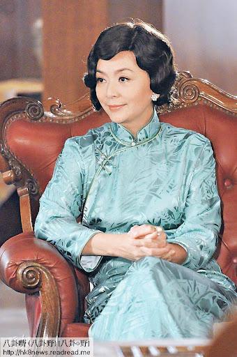 愛新覺羅.爾嫣(陳玉蓮飾)獲丈夫卓萬寵愛,但她難忘與車伕的舊情。