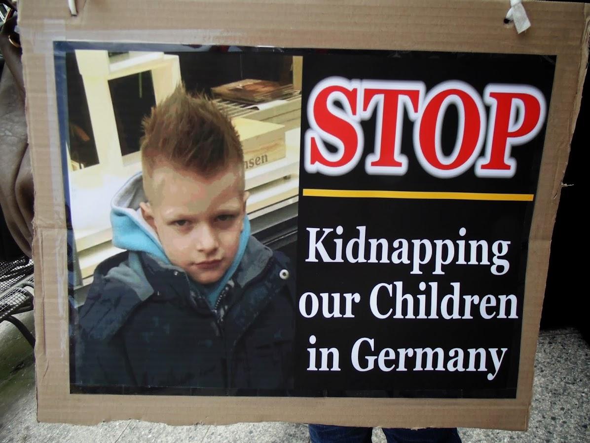 В германии хотят посадить родителей девочки за не посещение урока секс воспитания