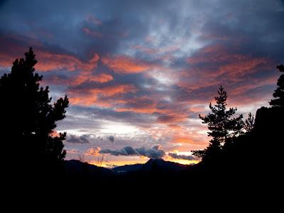 Tot baixant veiem la posta de sol cap al Pedraforca