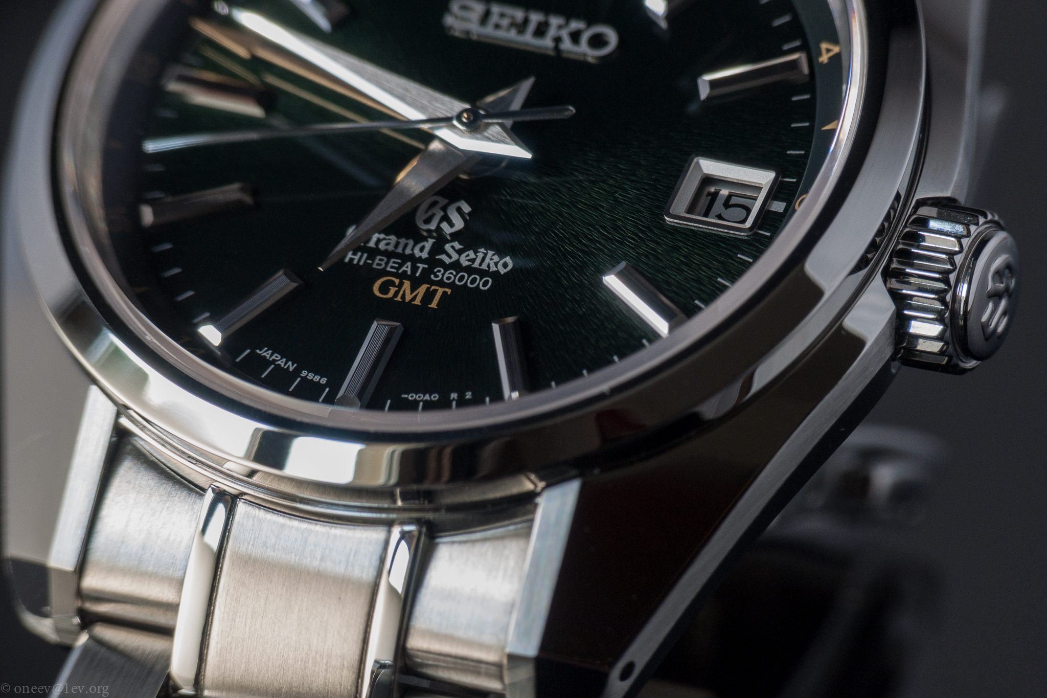 Revue illustrée de la Grand Seiko GMT Hi-Beat SBGJ005 20140915-CRW_2979