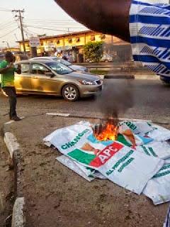 desmond elliot victory protest