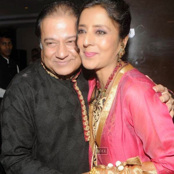 Anup Jalota with his wife Medha Jalota during his birthday celebrations, in Mumbai, on July 29, 2014. (Pic: Viral Bhayani)
