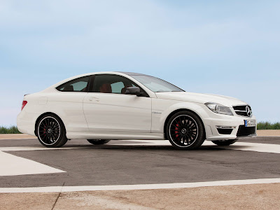 Mercedes-Benz-C63_AMG_Coupe_2012_Side_01_1600x1200