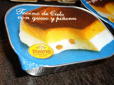 Crema de queso con tocino de cielo y piñones Reina. Foto: Web Está delicioso *www.estadelicioso.blogspot.com * prohibido su uso y reproducción