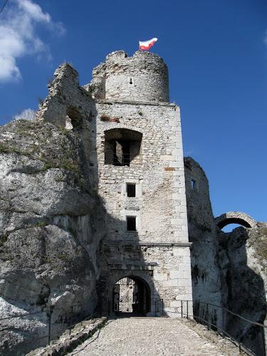 zamek ogrodzieniec - wieża bramna