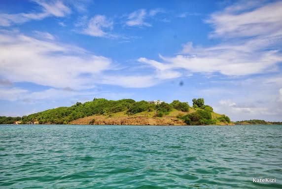 Окружение. Один из трех ближайших островов