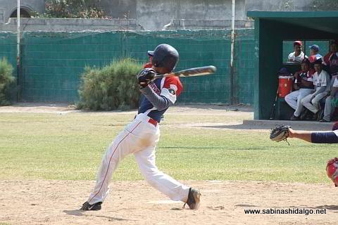César González bateando por Yaquis en el beisbol municipal