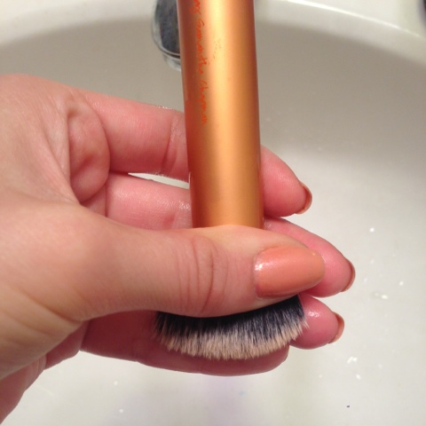 how to clean make up brush with water