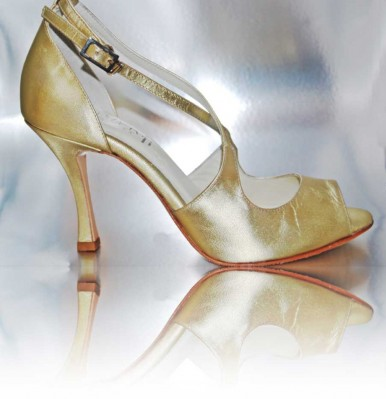 http://cosibcnshoes.es/producto/dsc_202/