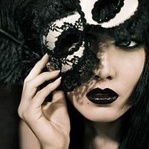 Máscara preta e branca