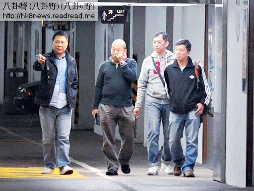劉華啲保鏢唔多衞生,當眾撩鼻屎,又在室內吸煙,好影響老細聲譽。