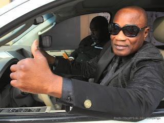 Koffi Olomide à bord de sa jeep le 21/10/2014 à Kinshasa après son interpellation par la police. Radio Okapi/Ph. John Bompengo