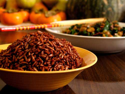 Cơm nấu từ gạo lứt đỏ Như Châu , ngọt, thơm, mềm, dẻo