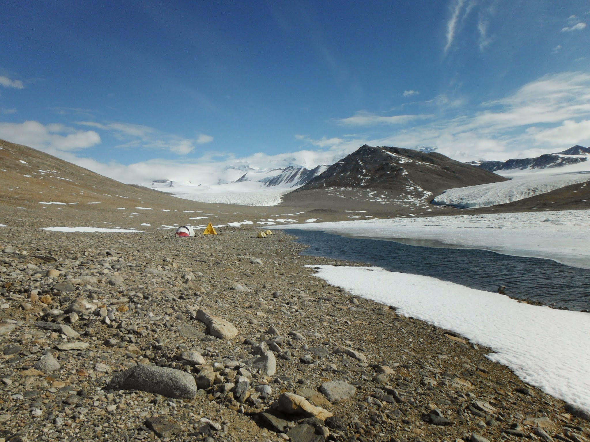 Temporary camp set up at Lake Miers for the 12-13 season, December 2012 (photo by A. Chiuchiolo)