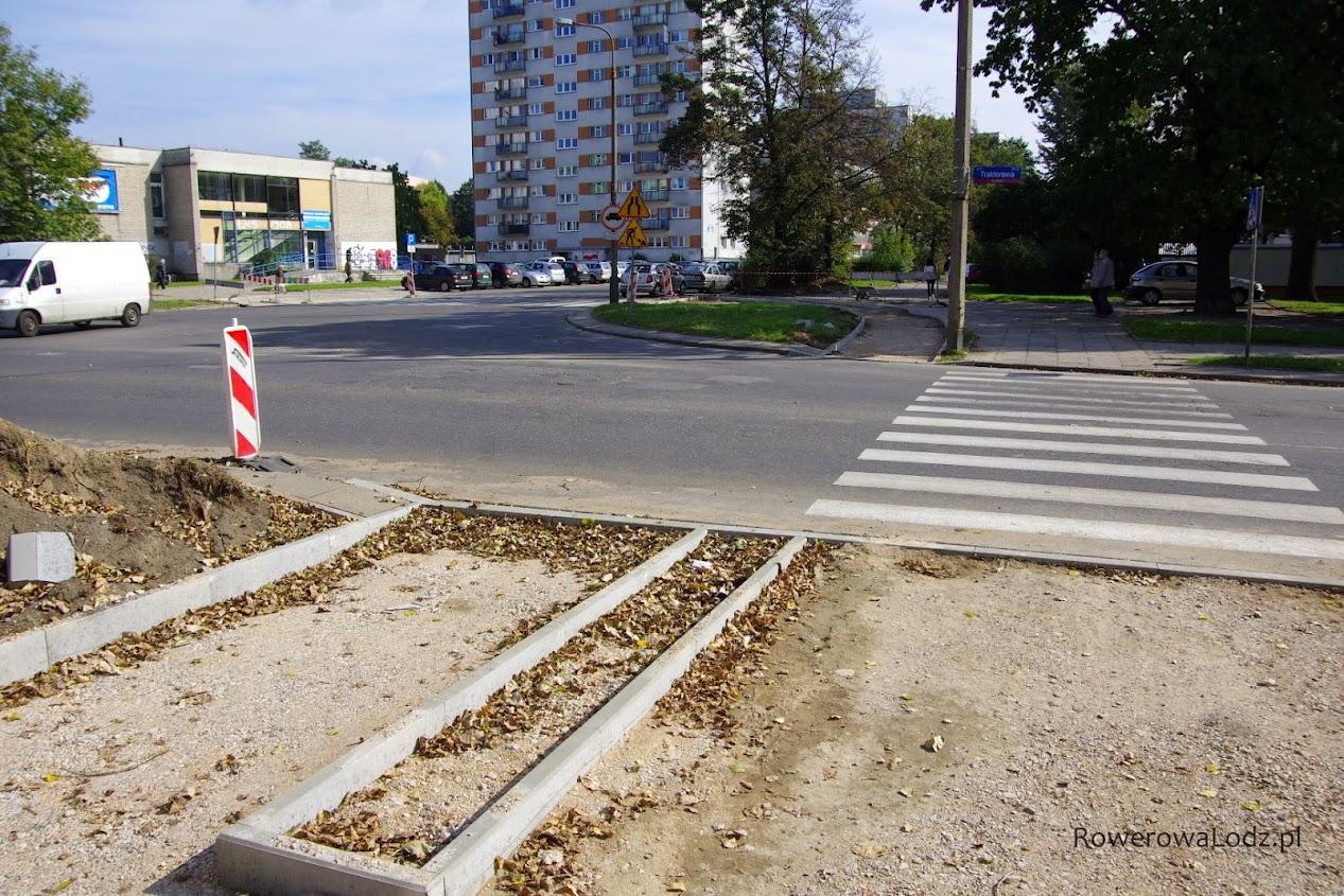 Przejazd do ul. Łanowej - głównie dla jadący w kierunku ul. Rojnej.