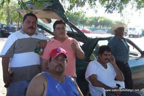 Aficionados de Bustamante en el softbol sabatino