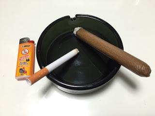 東急ハンズで購入した灰皿とライターとマジックショップで購入した偽タバコと偽葉巻