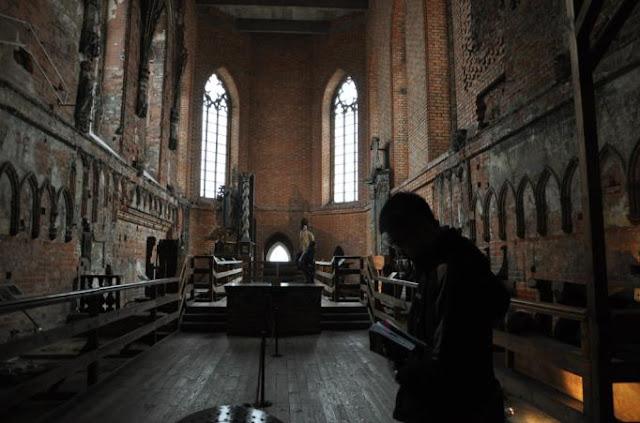 我在城堡裡的教堂留影
