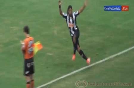 Selebrasi Ronaldinho unik