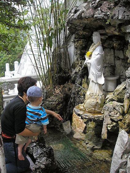 Statue of Guan Hou