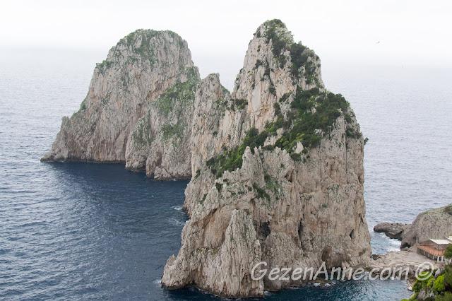 Faraglioni kayalıkları, Capri adası