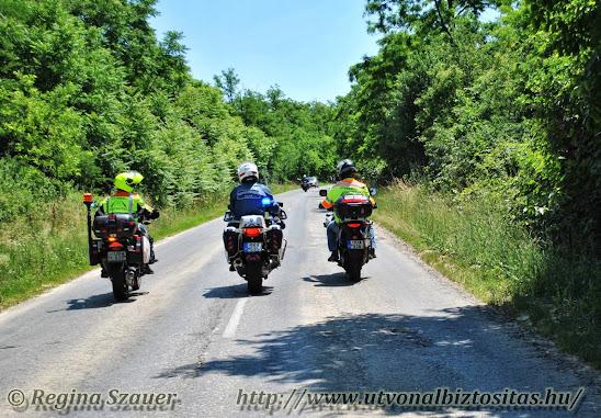 ÚB és rendőr motorosok
