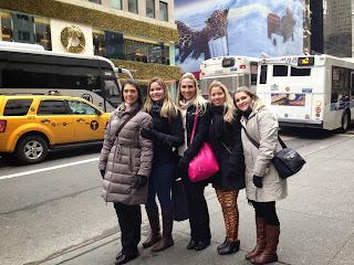 Layanne com as amigas em New York