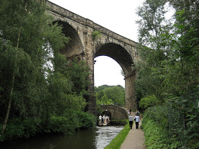 Uppermill Viaduct and Lime Kiln Lock No 23W, Huddersfie?ld Narrow Canal, Uppermill, Lancashire