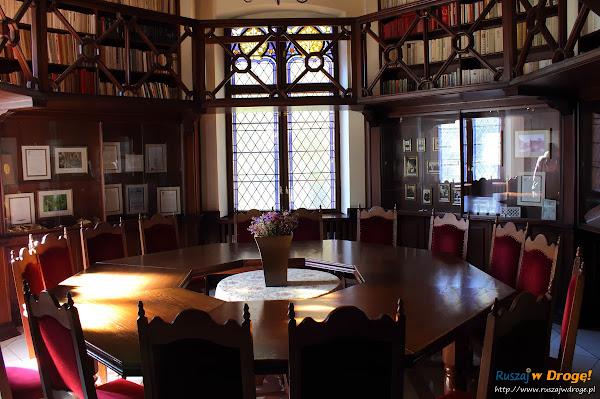 Pałac Rzucewo na Kaszubach - biblioteka pałacowa