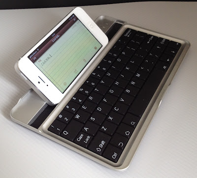Bluetooth Keyboard for Google Nexus7にiPhone5を立たせてみる
