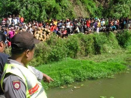 Mayat tanpa identitas ditemukan di bendungan Desa Hargosaro, Kecamatan Sine, Ngawi